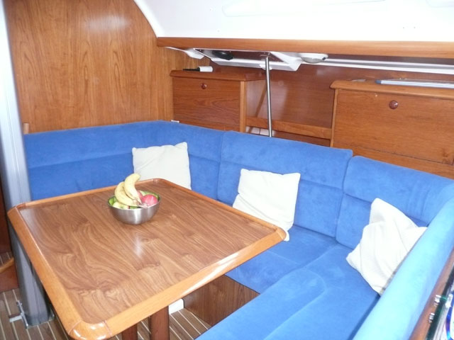 Photo of main saloon of Nomad 1 Jeanneau Sunfast 37